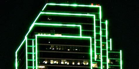 are there many bright lights in downtown dallas