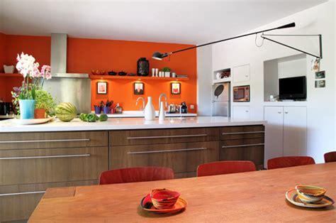 deco cuisine orange associer la peinture orange dans salon cuisine et chambre