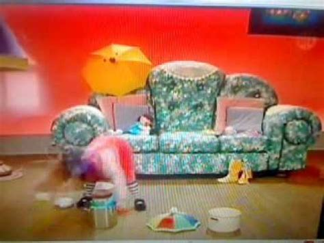 big comfy couch ten second tidy big comfy couch quot clowning in the rain quot 10 second tidy