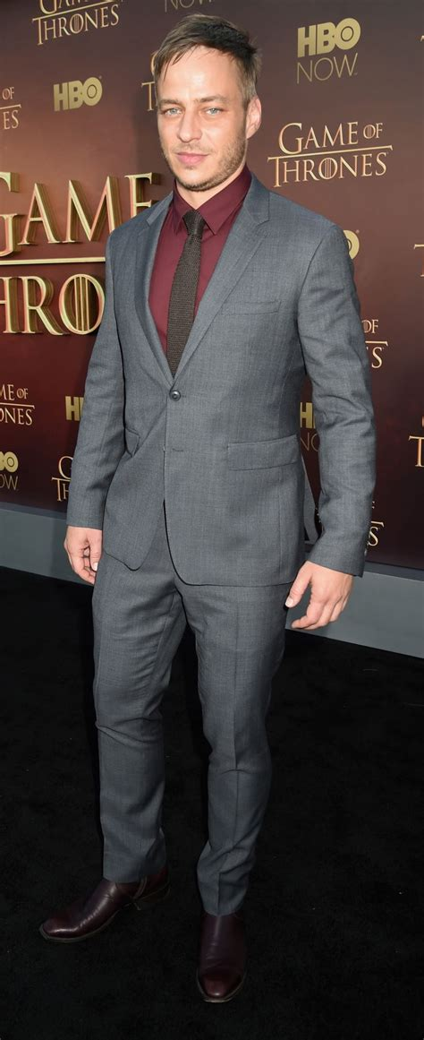 actor game of thrones season 5 red carpet game of thrones season 5 premiere fashion