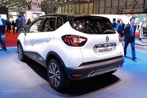 new renault captur 2017 2017 renault captur shows leds at geneva motor show