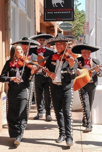 Best 25  Mariachi suit ideas on Pinterest   Mexican
