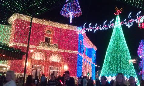 the dancing lights of christmas disney world christmas must do s osborne family spectacle