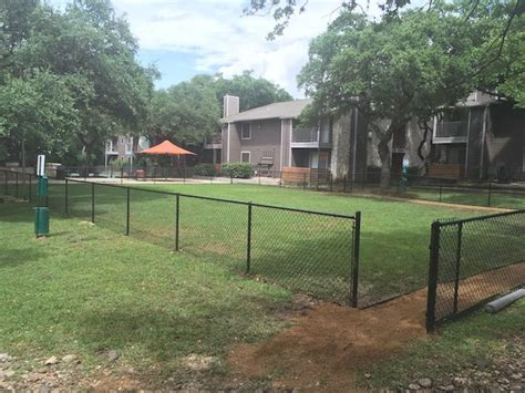 cost to fence backyard 25 best ideas about chain link fence cost on pinterest