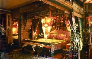 Revival of medieval renaissance bedrooms in the goth scene part 3