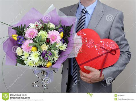 fiore perdono mazzo dei fiori e della scatola di cioccolato immagine