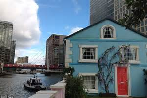Cottage Airbnb by Airbnb S Floating House On London S River Thames And What