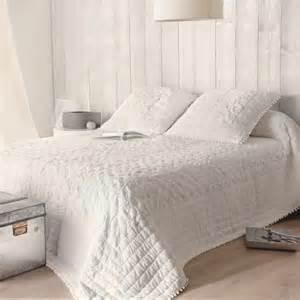 couvre lit blanc coton romantique