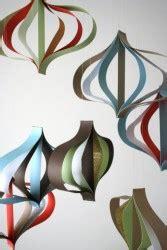 decorazioni natalizie da appendere al soffitto costruite i festoni di carta per natale