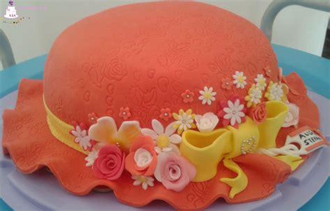 come fare una torta a forma di fiore torta decorata di compleanno a forma di cappello con fiori