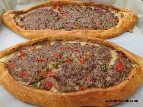 Turki Pita kiymali pide turkish flat bread with ground and