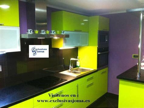 encimera verde pistacho muebles de cocina en verde pistacho alto brillo y encimera