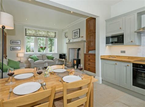 damn near open kitchen to the gatehouse at beckfoot in kirkby stephen near appleby cumbria sleeps 4