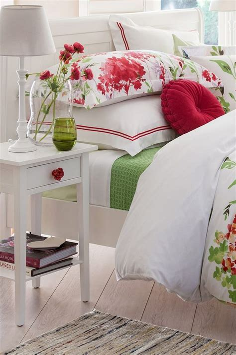 red green bedroom 27 daring red and green interior d 233 cor ideas digsdigs