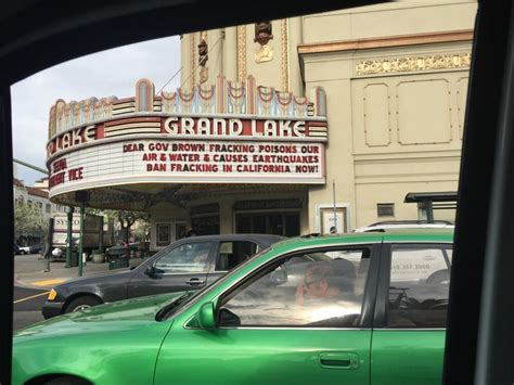 walden books grand ave oakland grand lake theatre 212 photos 614 reviews cinema