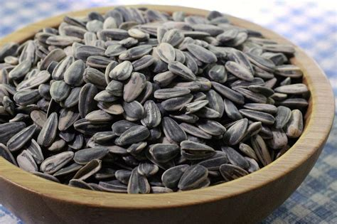 How to Harvest Sunflower Seeds   HGTV