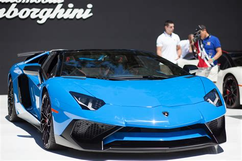 lamborghini aventador sv roadster driving 10 blue cars to cure your blue monday blues 187 autoguide com news
