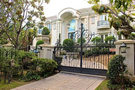 see beautiful homes in beverly on rodeo