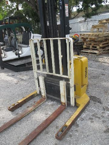 yale msw lbs electric walk  forklift walkie straddle stacker