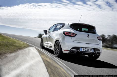 2018 renault clio rs trophy pricing and specs photos 1