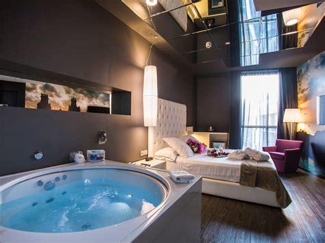 habitacion suite con jacuzzi jacuzzi suite hotel sb plaza europa l hospitalet de