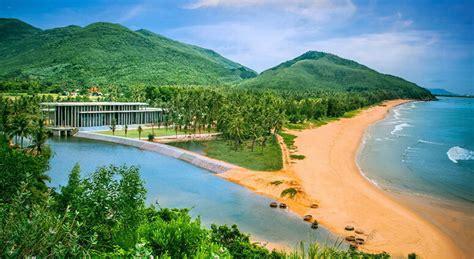 places  visit  vietnam popular tourist