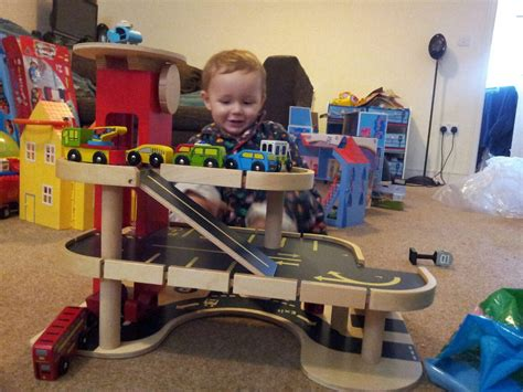 Car Garage Toys Toddlers by Wooden Car Garage Crafts And Diy