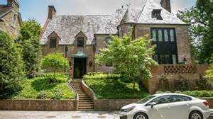 obama home obamas reportedly mulling mansion lease as they house hunt in washington world cbc news