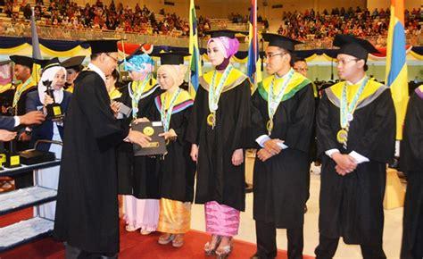 Universitas Airlangga 1 2 292 lulusan unair siap berkarya unair news