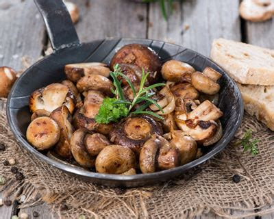 comment cuisiner des 駱inards frais recette fricass 233 e de chignons