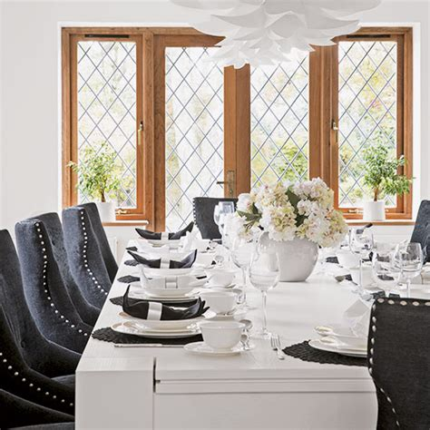 classic navy blue and white dining room decorating