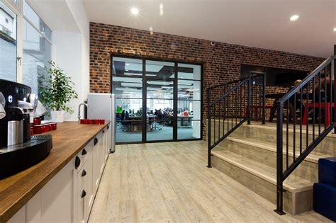 Omd Office by A Look Inside Omd S Sleek Office Officelovin