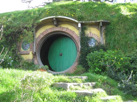 hobbit hole bilbos hobbit hole door www imgkid com the image kid