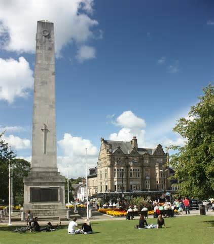 harrogates cenotaph  war memorial  barrie tobias cc