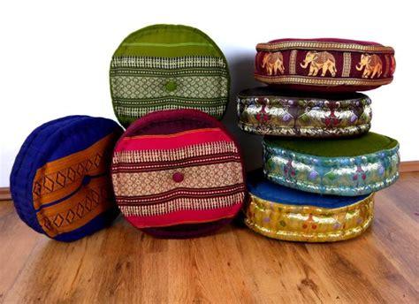 asiatische sitzkissen viele bunte sitzkissen aus kapok asia wohnstudio