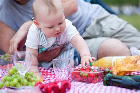 alimenti per lo svezzamento svezzamento 6 mesi cosa e come deve mangiare il beb 232
