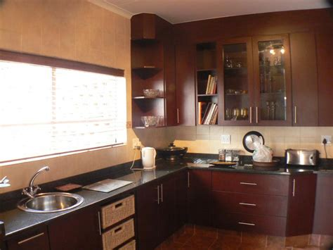 cherry mahogany kitchen cabinets mahogany kitchen cabinet doors why we have to use