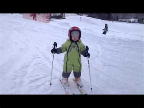 1 year skiing 2 year baby skiing slalom alone
