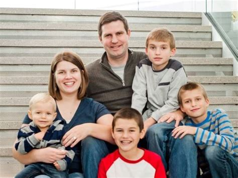 Family Intervened To Help Leave Husband by Family Expense Fund By Natalie Mortensen