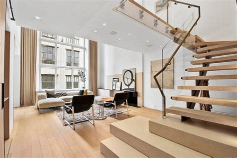 Interior Design Staircase Living Room by Modern Interior Design Of A Duplex Apartment In New York