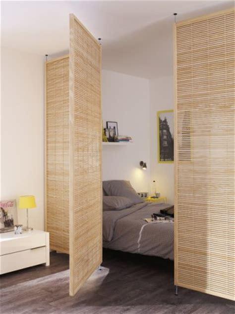 une cloison pivotante en bois pour s 233 parer le coin chambre
