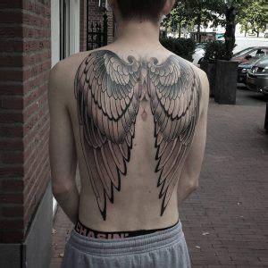 tattoo ali fondoschiena tatuaggi ali stili significato e foto