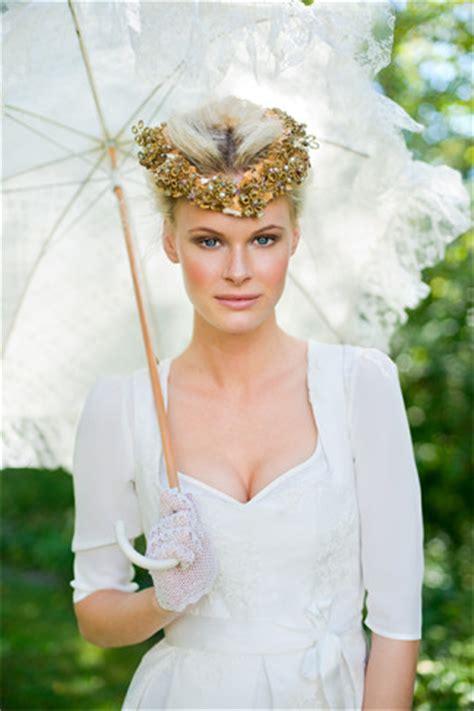 Hochzeitsfrisur Tracht by Dirndl Hochzeit Hochzeitsdirndl Silk Pearls Dirndl