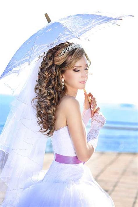 Wedding Hairstyles Curly With Veil by Amazing Wedding Hairstyle With Tiara And Veil Hairzstyle