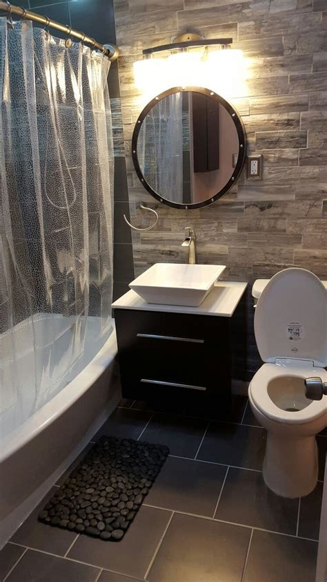 Small Bathroom Makeover Pictures by 25 Best Ideas About Small Bathroom Makeovers On