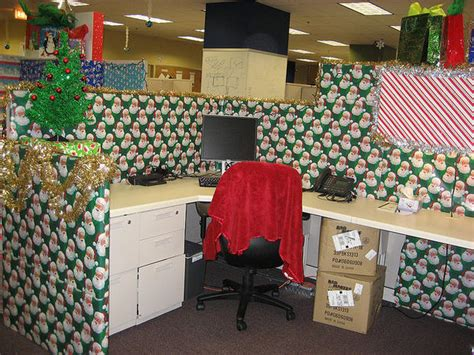 how to decorate a bureau for christmas in a tiny cottage style maven 25 cubicles cooler than yours pictures cbs news