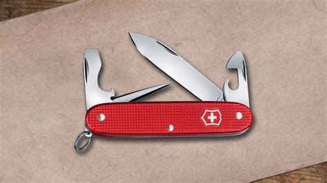 victorinox 2018 alox limited edition goes berry this