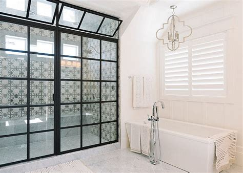 Bathroom Shower Enclosures Ideas by Best 25 Bathroom Shower Doors Ideas On Pinterest Shower