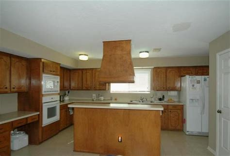 painted or stained kitchen cabinets paint or stain kitchen cabinets with pics