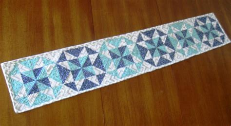 pattern quilted table runner top 10 quilted table runner patterns for spring